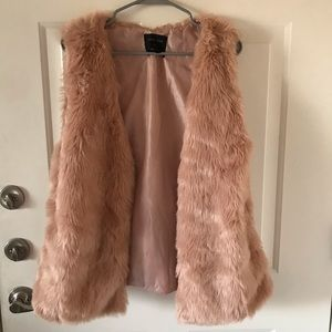 ❤️2HR SALE❤️Plus size (faux) furry pink vest